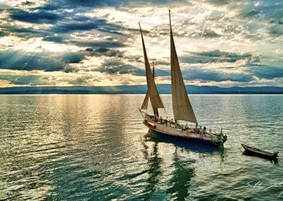 Barque au coucher du soleil